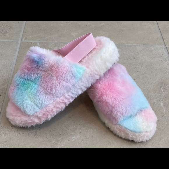 NWOT New Plush Slippers with back Strap